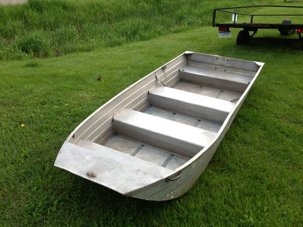 Flat bottom aluminum boat